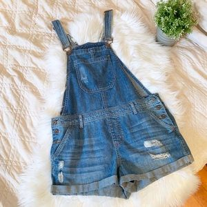 Forever 21 Distressed Overalls   Size 31
